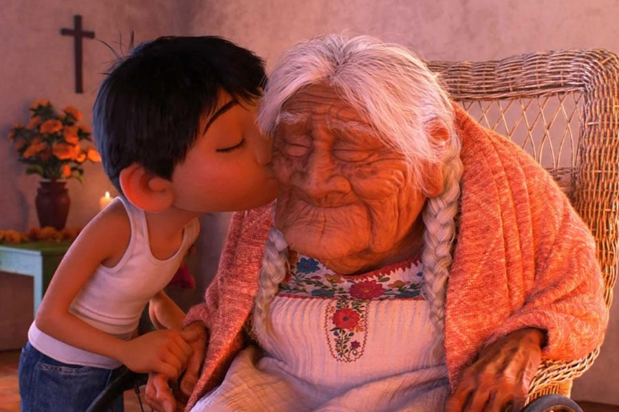 کوکو و مادربزرگ